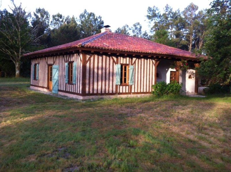 Maison landaise au coeur de la forêt, à 10 mn des plages., alquiler de vacaciones en Vielle-Saint-Girons