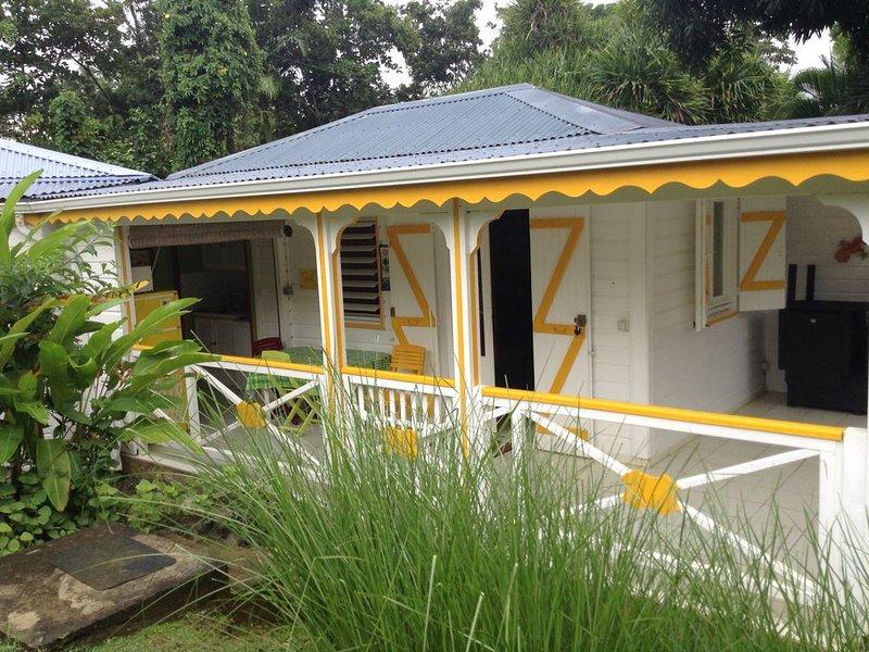 Bungalow dans jardin créole, holiday rental in Vernou