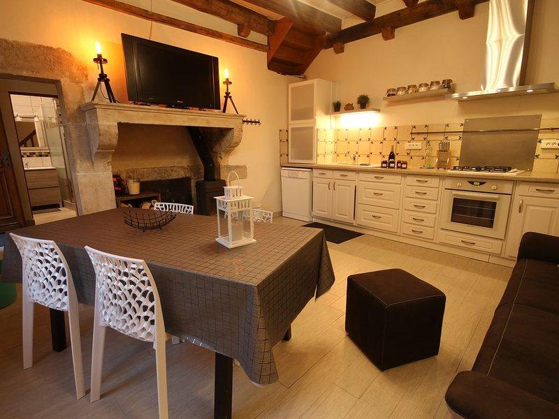 Dans le village de Bèze se trouve un petit coin tranquille: Le Gîte des Remparts, holiday rental in Pontailler-sur-Saone