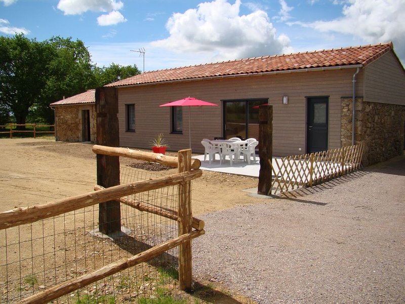 La Chaudronnière, gîte 4/6 places proche du Puy du Fou, vacation rental in La Chapelle-Gaudin