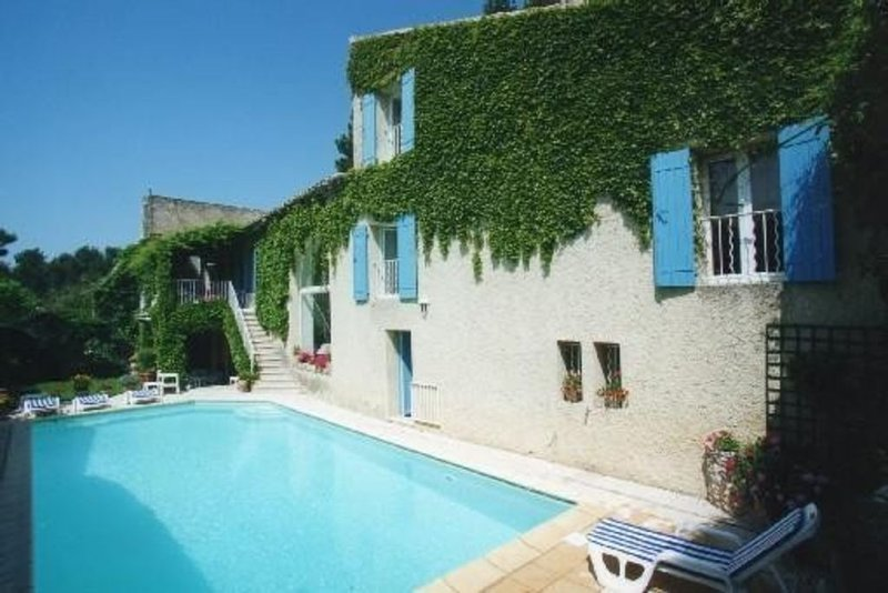 Prieuré du XIII, Provence, Lubéron, Piscine, Climatisation, casa vacanza a L'Isle-sur-la-Sorgue
