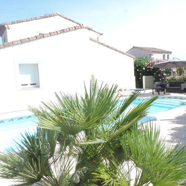 Villa individuelle avec piscine proche de Montpellier pour 6 personnes, holiday rental in Sussargues