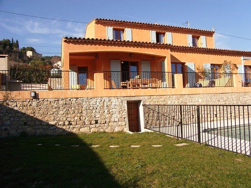 proche Cannes et Antibes, villa climatisée avec piscine, calme et ensoleillée, holiday rental in Vallauris