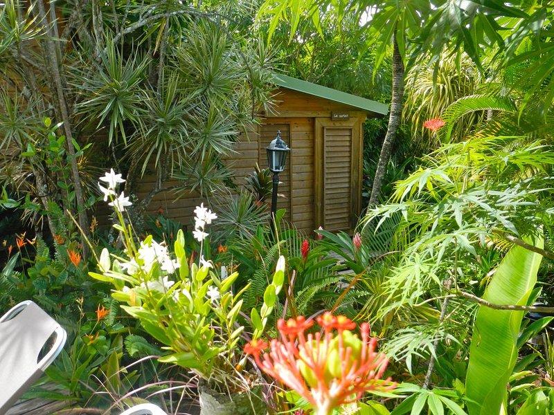 Bungalow Le Carbet idéalement situé à Deshaies dans le Nord de Basse Terre, aluguéis de temporada em Basse-Terre Island