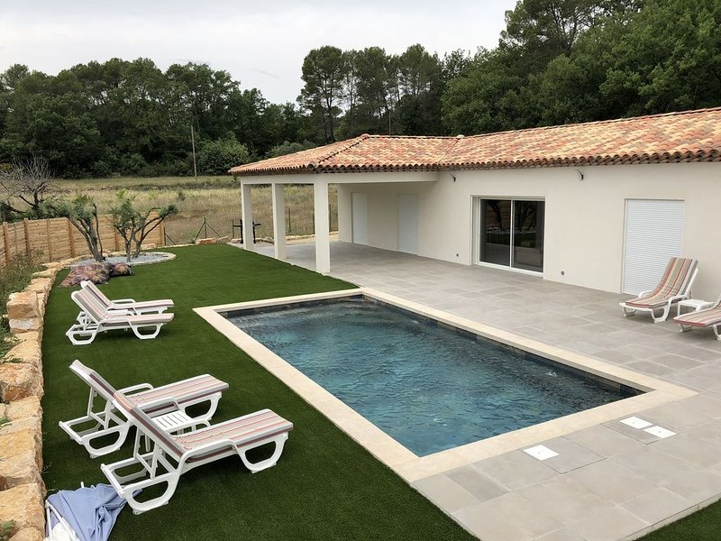 villa neuve tout confort, casa vacanza a Flayosc
