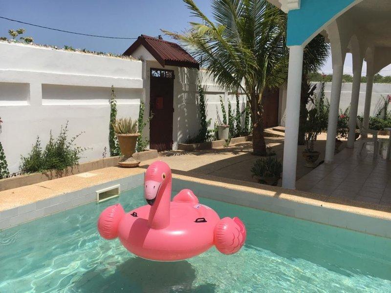 AkunaMatata: Villa 6 personnes piscine privée et proche de la plage, holiday rental in Joal Fadiouth