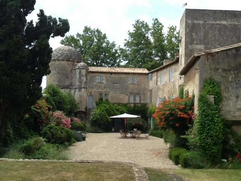 Gîte du Château de Panisse, location de vacances à Tarascon