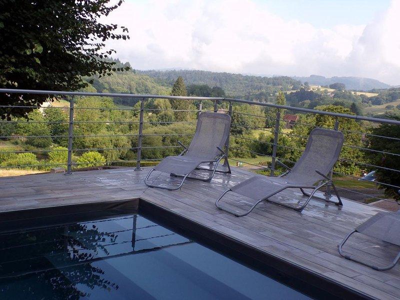 Charmante maison XIX, piscine privée, vue agréable, location de vacances à Lacam-d'Ourcet