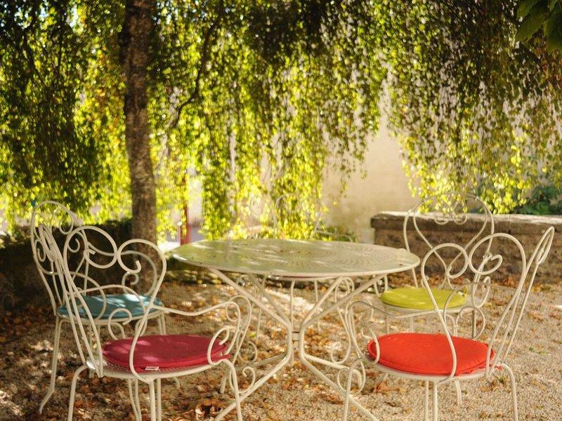 Gîte Casa Nostra pour 5 personnes, au coeur de la Bourgogne, holiday rental in Saint-Berain-sur-Dheune