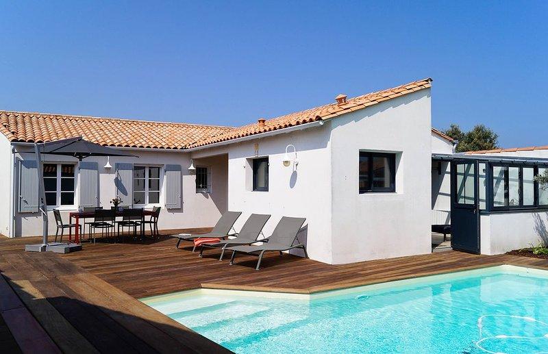 Villa Belmaré, 2 SDB, piscine chauffée avr à oct !, holiday rental in Ile de Re