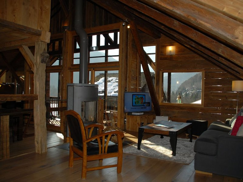 Superbe chalet traditionnel proche de Chamonix, holiday rental in Servoz