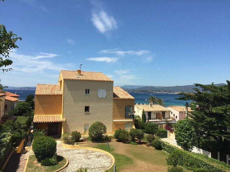 Grand P3 refait à neuf vue MER climatisé, holiday rental in Ile des Embiez