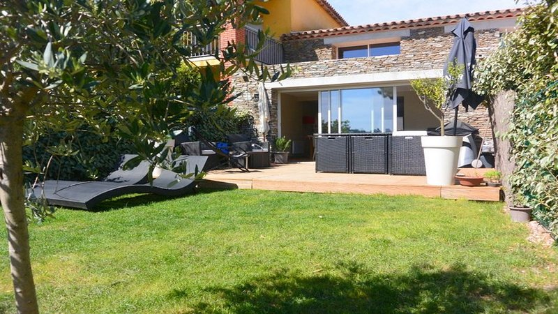 Mazet 85m2 8 pers les issambres proche sainte maxime, holiday rental in Les Issambres