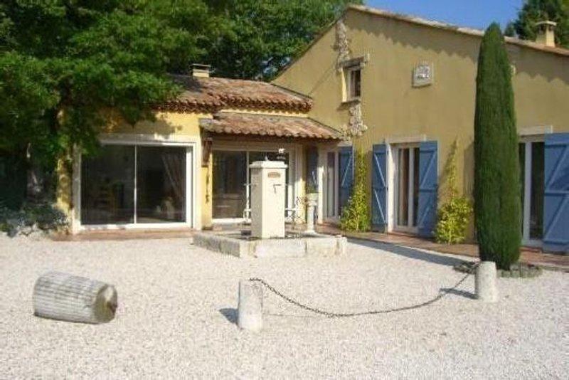 Villa provençale avec grande piscine lieu calme sans vis-à-vis à Fuveau, vacation rental in Peynier