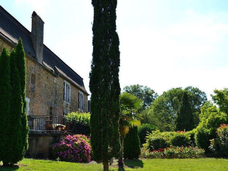 Maison Pèrigordine  vue imprenable sur la vallée Dordogne, holiday rental in Bouillac