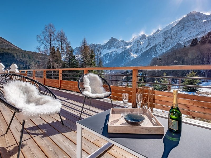 A 200m du télécabine, Chalet de luxe aux pied des pistes avec terrasse et sauna., aluguéis de temporada em Haute-Savoie