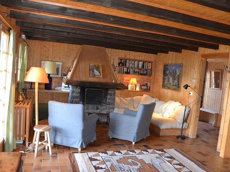 Extérieur : appartement au rez et au 1er étage d'un chalet, pour 8 personnes, ac, aluguéis de temporada em Oberems