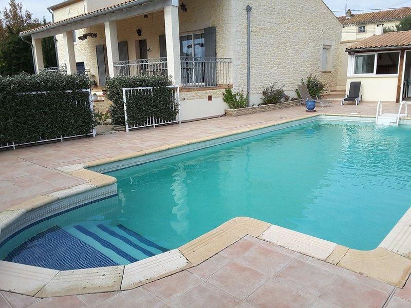 Proche Pont du Gard Villa tt confort avec piscine sécurisée et cuisine d'été, aluguéis de temporada em Montfrin