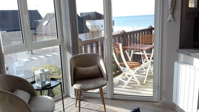 Bernières-sur-Mer, appartement rénové en front de mer, alquiler de vacaciones en Bernieres-sur-Mer