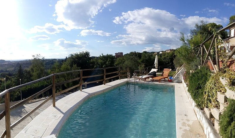 DOLCI COLLINE- Beautiful Villa over the Umbria Hills - 50min from ROME, location de vacances à Poggiolo