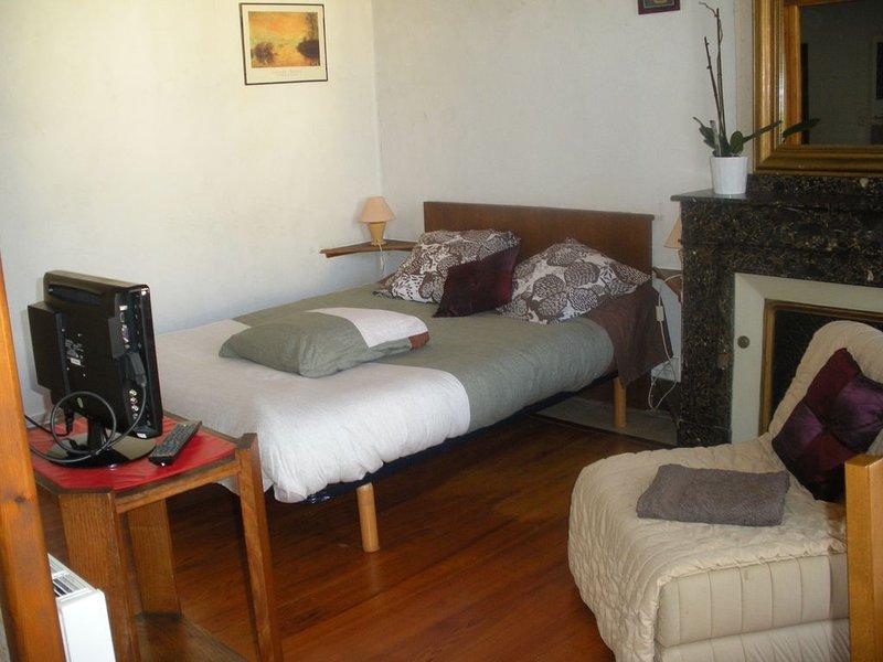 Studio pr curistes, vacanciers, etc... 1er étage tout prêt des thermes, location de vacances à Uzer