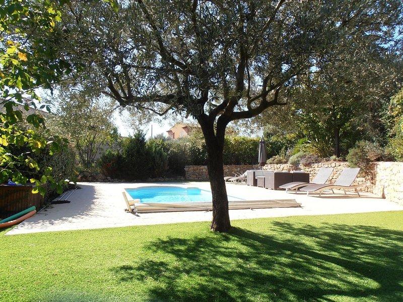 Maison pour 6 personnes avec piscine à 2 pas du village, location de vacances à Cotignac