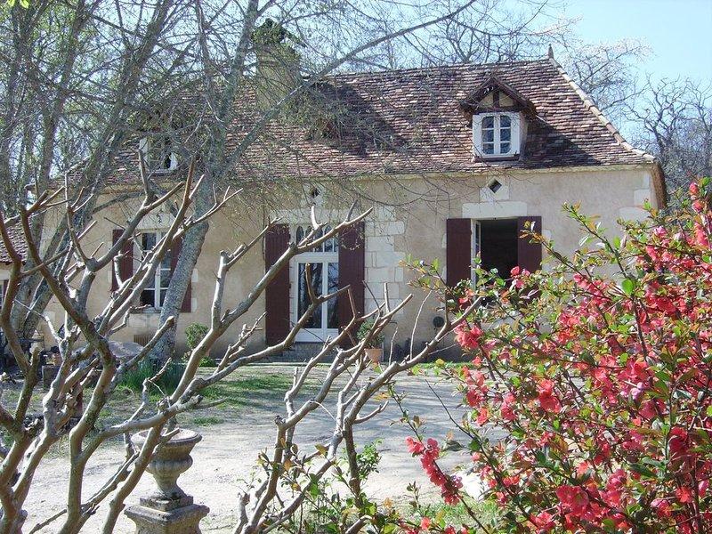Maison périgourdine individuelle donnant sur prairies vallonnées sans vis à vis, casa vacanza a Ginestet