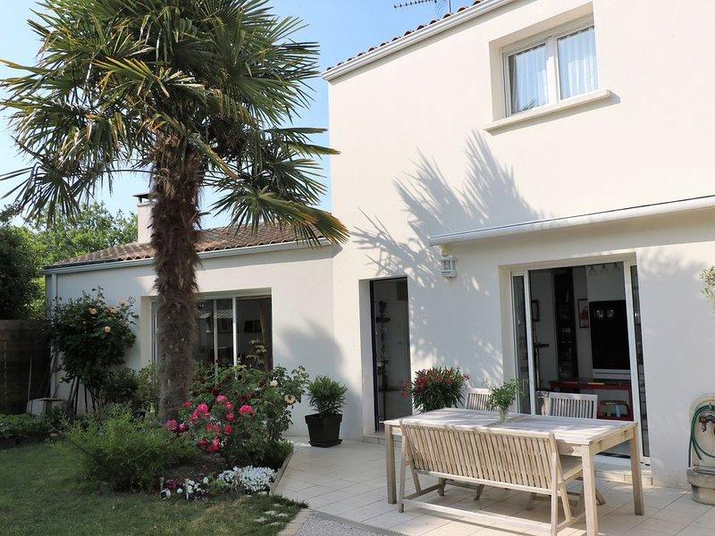 Maison de charme avec piscine au cœur de La Rochelle, vacation rental in La Rochelle