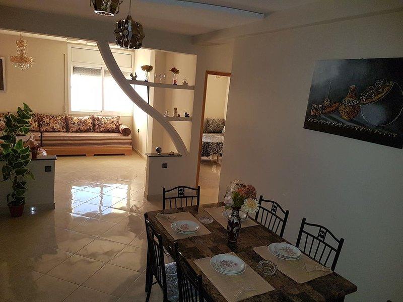 Appartement de luxe spacieuce(110m) 4 chambres avec garage au plein centre ville, holiday rental in Oujda