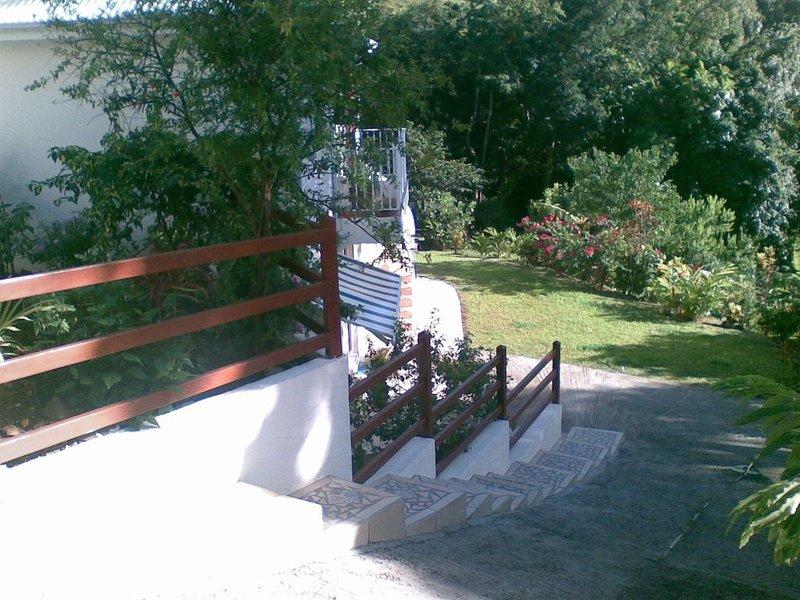 Gîte climatisé sur les hauteurs de Deshaies, holiday rental in Cafeiere