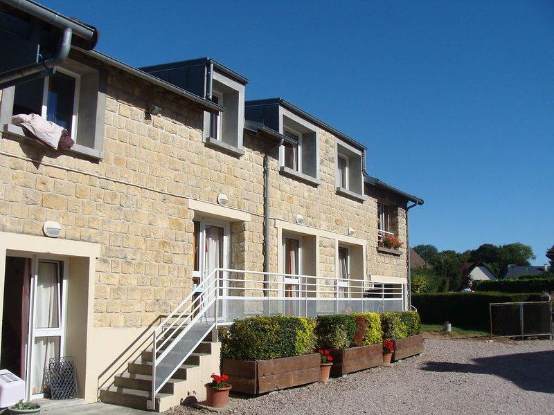 Logement meublé idéalement placé entre Caen et la mer !!!, location de vacances à Biéville-Beuville