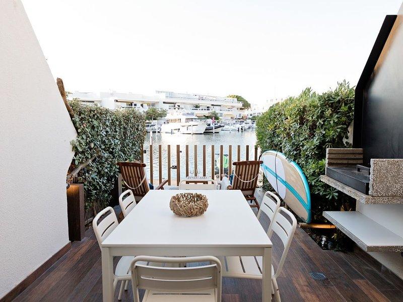 Marina Duplex Suite luxe + Location Jet ou bateau à quai, alquiler vacacional en Le Grau-du-Roi