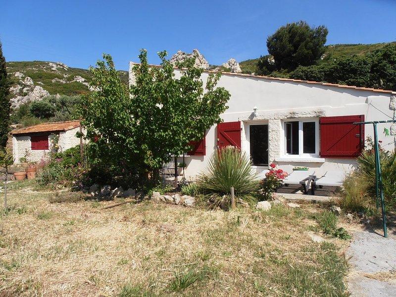 Maison T2 + mezzanine et jardin proche Calanques et Marseille, holiday rental in Marignane