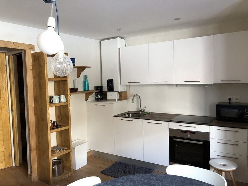 Appartement T 3 neuf , 5 couchages, coeur Monetier Les Bains, 300 m des pistes, holiday rental in Le Monetier-les-Bains