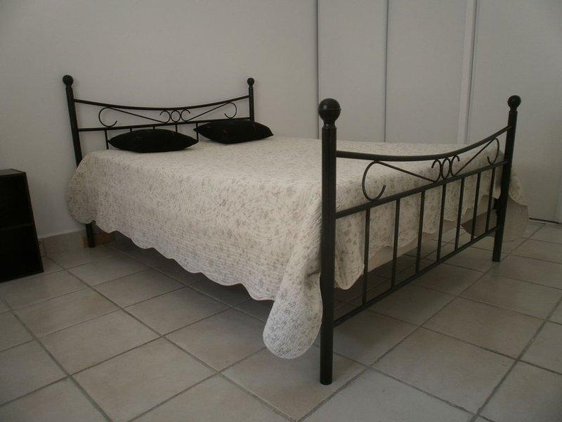 Jolie  Dépendance Tout Confort Pour Des Moments De Calme et De Découvertes, vacation rental in Port-Saint-Louis-du-Rhone