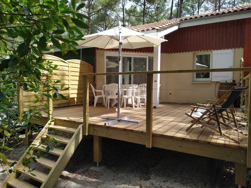 Villa accueillante, sous les Pins, proche plages, dans résidence avec piscine, holiday rental in Lacanau