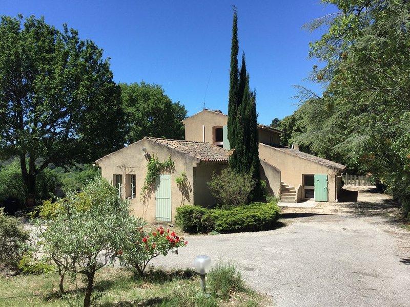 Maison de Charme, vue exceptionnelle, piscine, oliveraie., holiday rental in Lourmarin