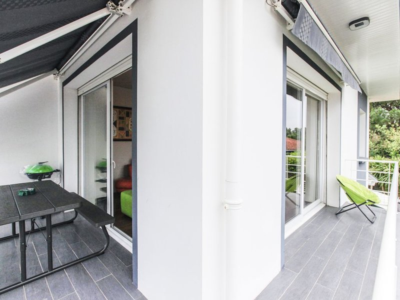 Cœur Capbreton appart avec grande terrasse, à 1 km de la plage, jacuzzi pour 6 !, holiday rental in Capbreton