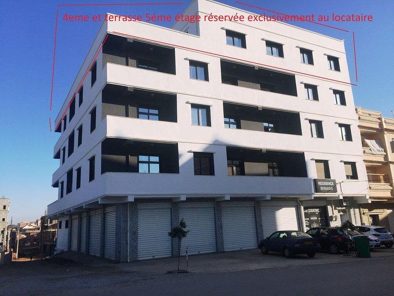 Apt neuf F5 7Personnes 150m2 Benzerga Bordj el kiffan Alger, vacation rental in Alger Centre