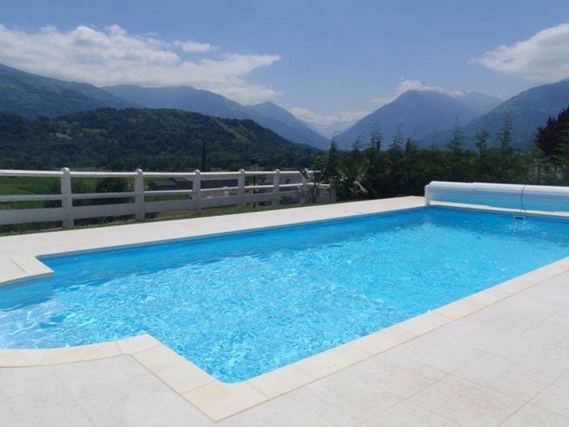 Appartement avec terrasse et jardin privés dans villa avec piscine, casa vacanza a Arcizans-Avant