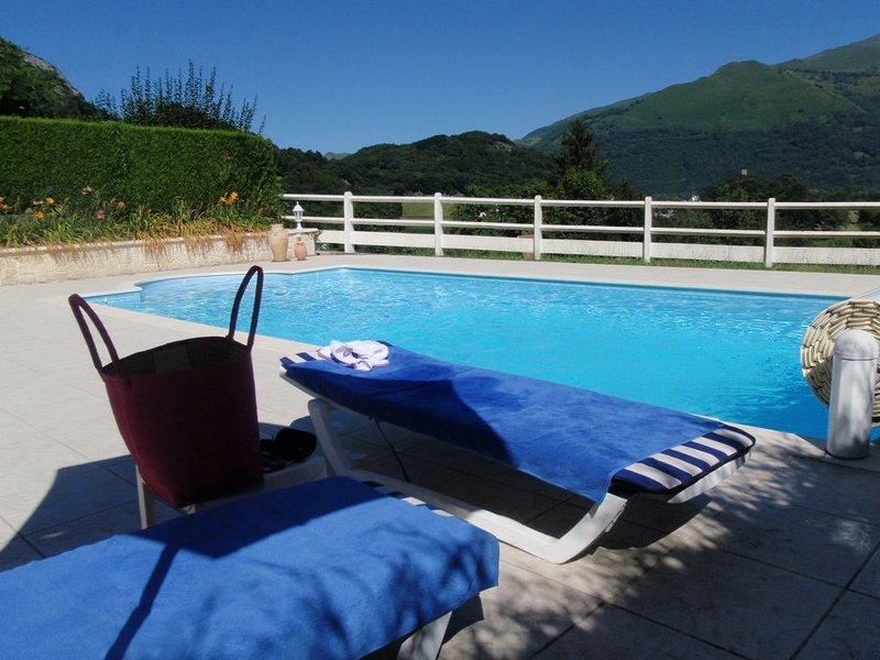 Appartement avec terrasse dans propriété avec piscine chauffée, casa vacanza a Arcizans-Avant