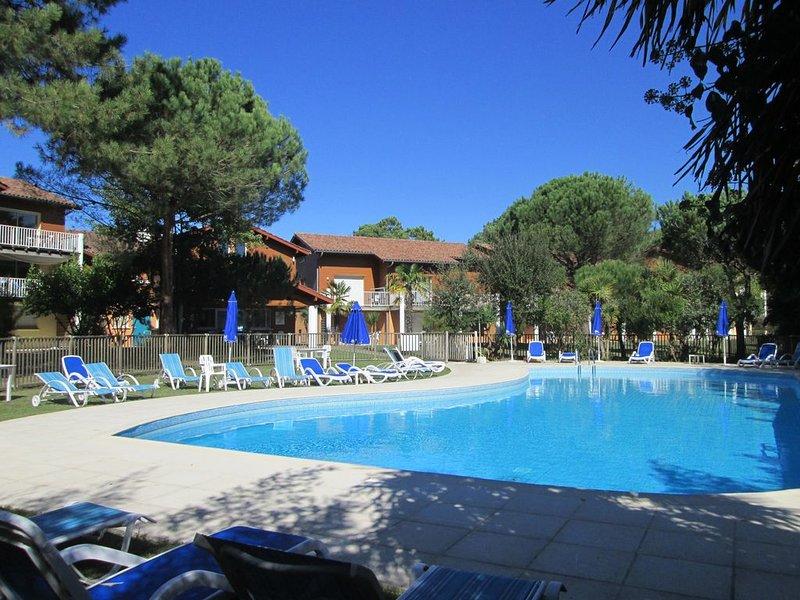 Joli duplex classé ** de 42m2,  piscine chauffée, océan, nature, vacation rental in Capbreton