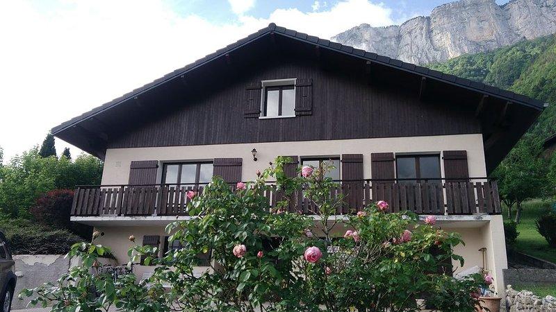 Maison rénovée située entre Annecy et La Clusaz, La Grand Bornand, holiday rental in Aviernoz