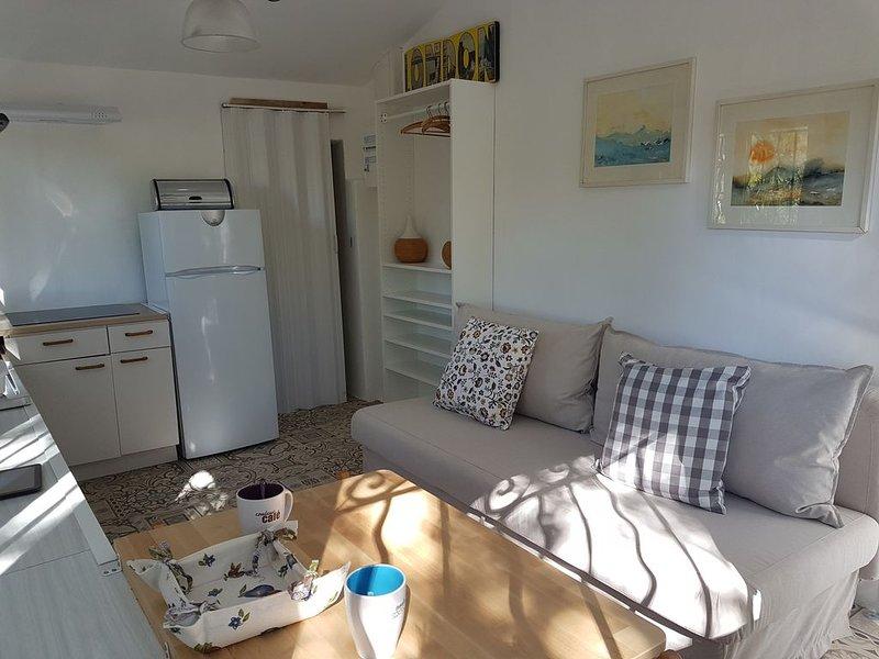 studio tout équipé sur le chemin de saint jacques de compostelle GR653A, holiday rental in Lorgues