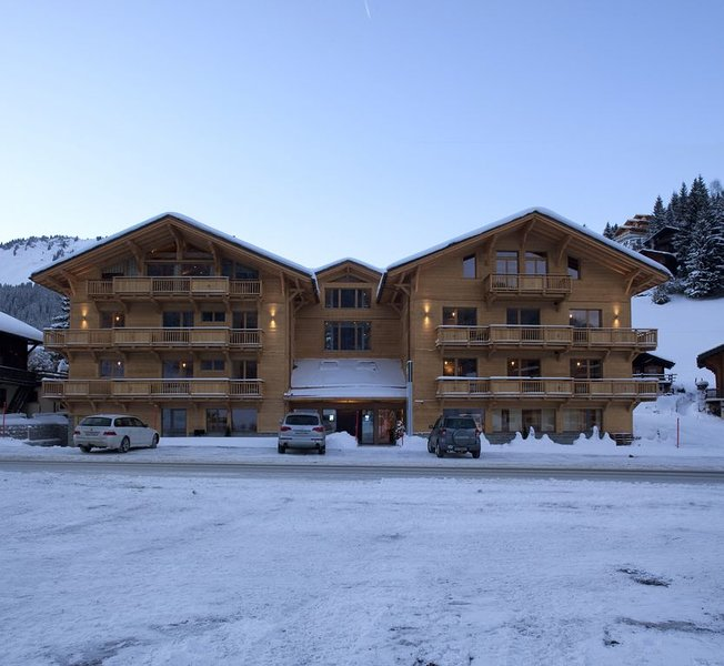 Appartment dans une station de ski, aluguéis de temporada em Champoussin