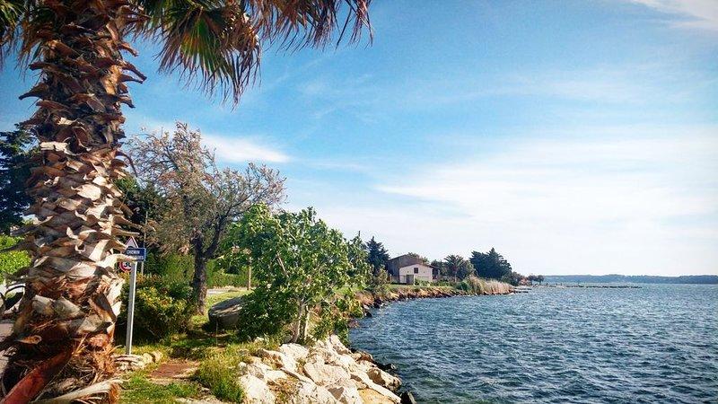 Au cœur du vieux village près de la plage pour visiter la Provence, holiday rental in Saint-Mitre-les-Remparts