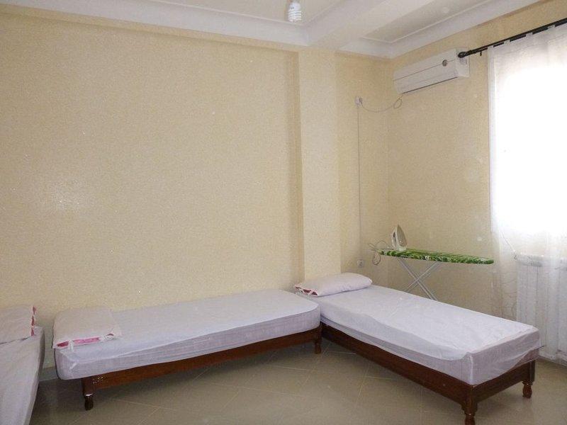 Appartement F3 neuf climatisé Ain El Turk proche plage, location de vacances à Oran Province