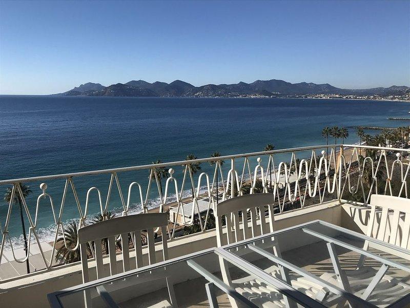 Front de mer , vue panoramique sur baie de Cannes , terrasse dernier étage, holiday rental in Cannes