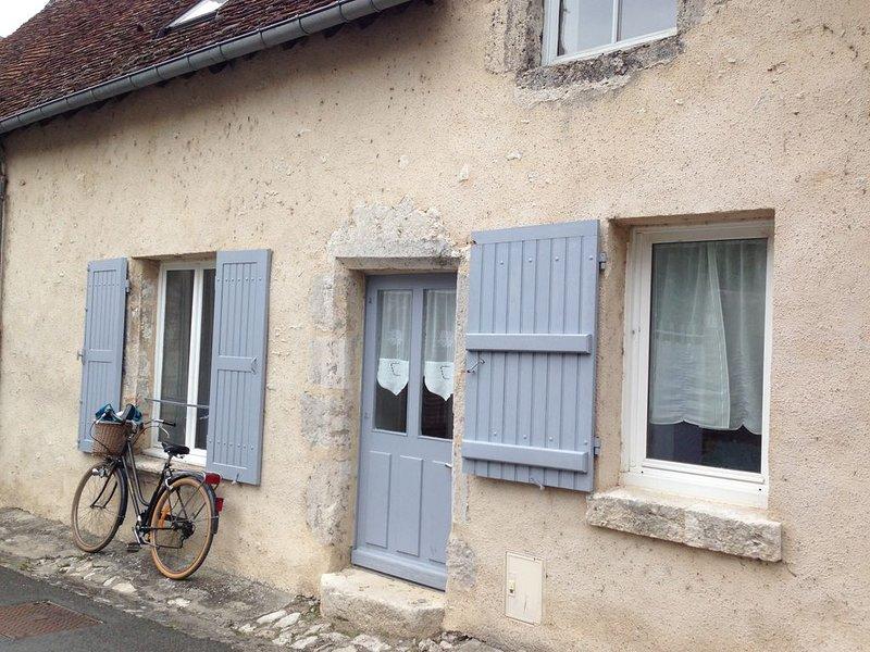 Maison ancienne de caractère à 1 min de la Loire, casa vacanza a Montlivault