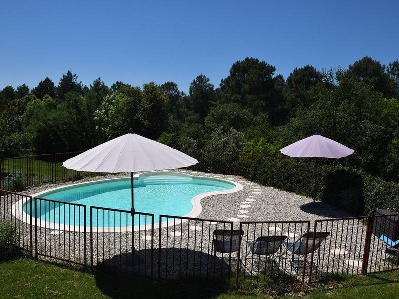 Gîte Tournesols sud ardèche 2 à 5 personnes piscine 3 épis de France, holiday rental in Prades